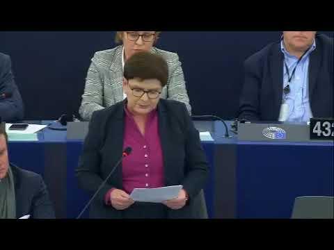 Szydło opowiada w PE jaka to Polska jest praworządna.
