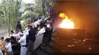 Video Kremasi Jenazah Korban Longsor di Taman Beji Gianyar | Krematorium Santa Yana Cekomari MP3, 3GP, MP4, WEBM, AVI, FLV Desember 2018