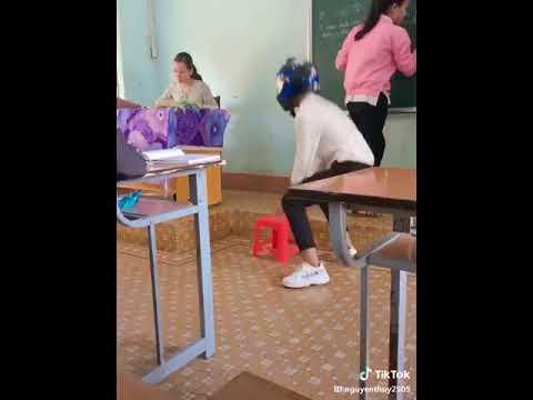 Và đấy là lần cuối tôi thấy nó đi học =)) Giới trẻ giờ kinh quá :v