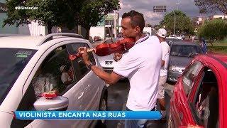 Sorocaba: violinista transforma rua em palco
