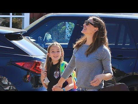 Jennifer Garner Holds The Family Together While Ben Affleck Finishes Rehab