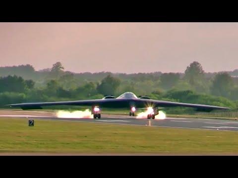 [Video] Máy bay ném bom tàng hình B-2 hạ cánh trông như UFO đáp xuống Trái Đất