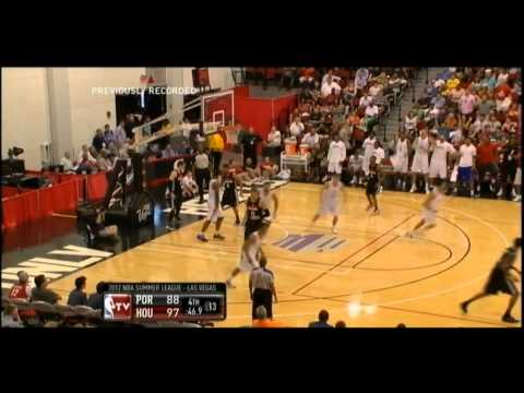 [7.17.12] Scott Machado - Nice Assist to Royce White vs Blazers (SL)