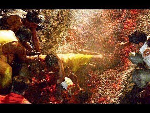 父抱子進行宗教祭禮「走煤坑」 竟摔入火坑裡!!!