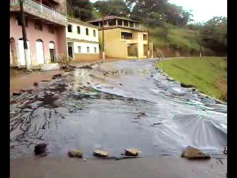 Deslizamento de terra em Astolfo Dutra - MG