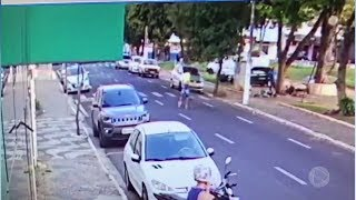 Homem é preso após agredir a companheira no meio de avenida em Marília