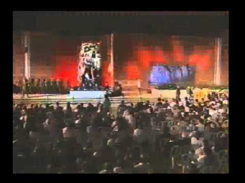 יצחק ארד נושא דברים בטקס יום השואה בשנת 1993