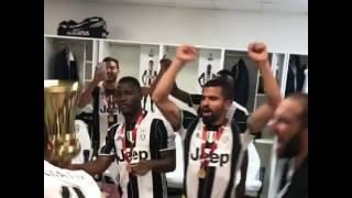 Video Juventus: Benatia porta la Coppa Italia nello spogliatoio! MP3, 3GP, MP4, WEBM, AVI, FLV Mei 2017