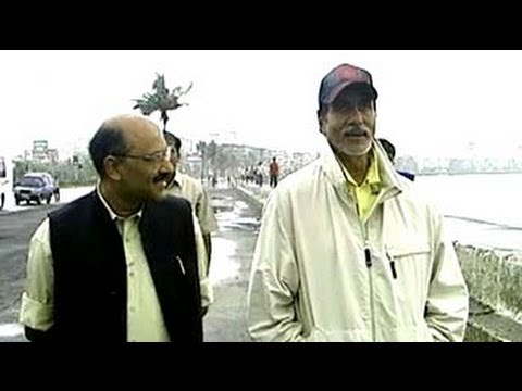 Amitabh Bachchan - Strolling down Marine Drive on a windy day, Bollywood star Amitabh Bachchan tells Shekhar Gupta about the time he slept two nights on a bench around the bend...
