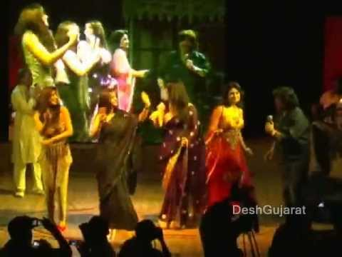 Video Mahesh and Naresh Kanodia sing and dance with six Gujarati heroines on the award function stage download in MP3, 3GP, MP4, WEBM, AVI, FLV January 2017