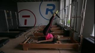 Тренировка пилатес для мышц кора на реформере