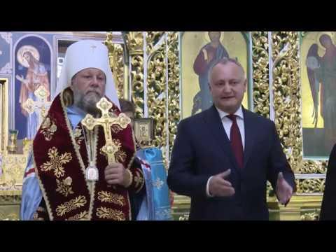 Igor Dodon a întîmpinat moaștele Marelui Mucenic și Tămăduitor Pantelimon de pe Muntele Athos
