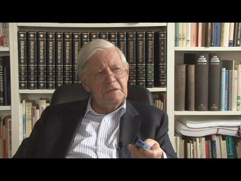 Χέλμουτ Σμιτ:  Το ελληνικό χρέος πρέπει να διαγραφεί