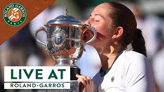 Live at Roland-Garros #14 - Daily Show I Roland-Garros 2017. Discover Live at Roland-Garros, your daily summary of the 2017 French Open with analysis and guests.Visit Roland Garros' official website: http://rg.fr/RGwebSubscribe to our channel: http://rg.fr/ytrginFollow us!Facebook: http://rg.fr/FBRolGaTwitter: http://rg.fr/TwrolgInstagram: http://rg.fr/instRGThis is the official YouTube Channel of Roland Garros, home of the French Open. The tournament 2017 will run from 22 May- 11 June.