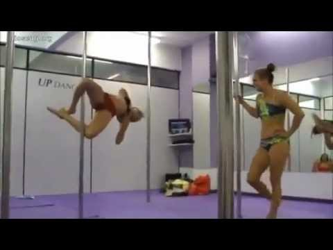 striptiz - devochki klassno tancuet.