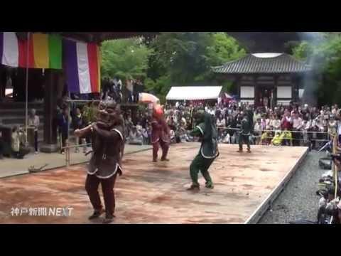 加東市・朝光寺で伝統の「鬼追踊」