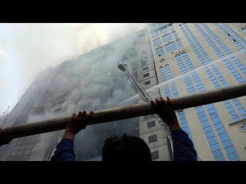 Πυρκαγιά σε πολυώροφο κτήριο στο Μπαγκλαντές