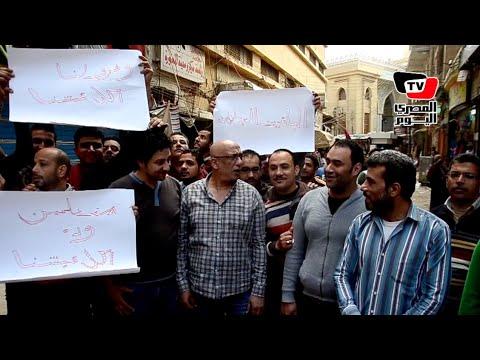 تجمهر باعة سوق الخواجات بالمنصورة احتجاجًا على مصادرة بضاعتهم
