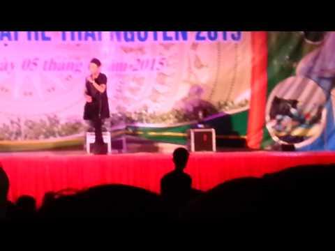 Bản sao Sơn Tùng MTP - Hát hội chợ ở Thái Nguyên - Đắng lòng thanh niên