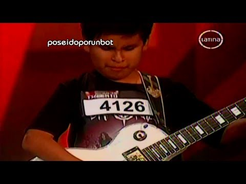 PERU TIENE TALENTO: Niño Ciego Toca la Guitarra Electrica 29/09/12