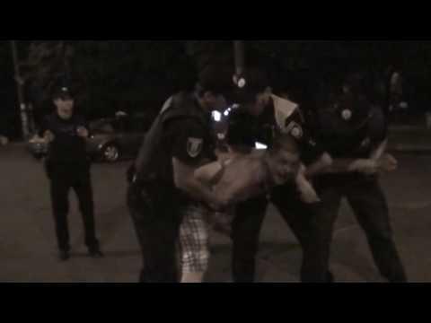 У  Рівному водій-інвалід погрожував журналістам та намагався затіяти бійку з патрульними [ВІДЕО]