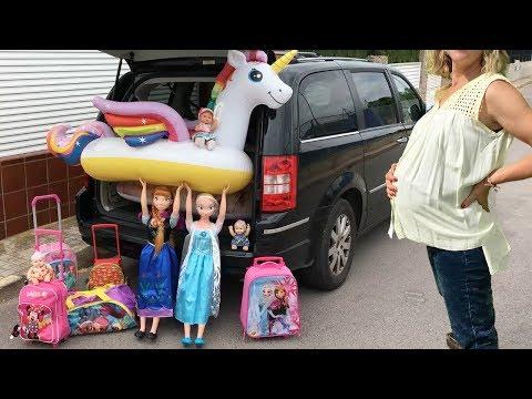 Lola Elsa y Anna muñecas grandes viaje en coche a la playa con mis gatitos bebés Luna y Estrella