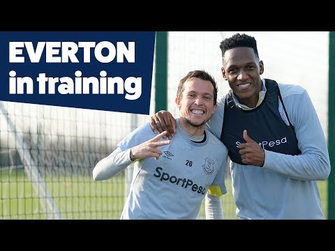 Video: STUNNING PICKFORD SAVE + DIGNE FREESTYLE! | EVERTON IN TRAINING