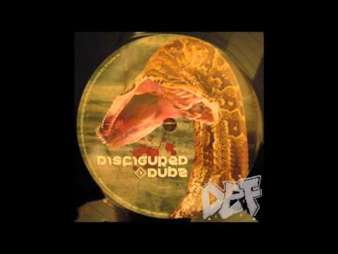 skreamix - An old Skreamix, but still a banging one. DIS006 - Skream & Cluekid/Silkie - Sandsnake (Gothtrad Remix)/Cyber Dub (Skreamix) (2009) Artist: Silkie Title: Cyb...