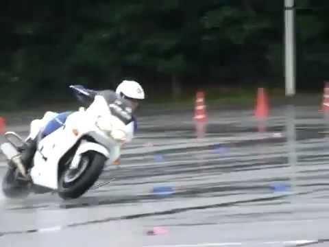 Vídeos de 'Así entrena en moto la policía de Japón (VIDEO)'