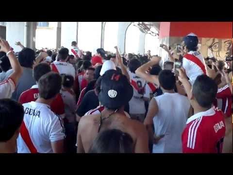 Boca no chamulles mas + y te salvo la policia - Los Borrachos del Tablón - River Plate