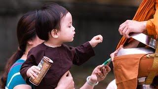 Khất thực ở Huế - Việt Nam