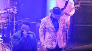 "Eric Roberson & Phonte performing ""Hold Tight"""