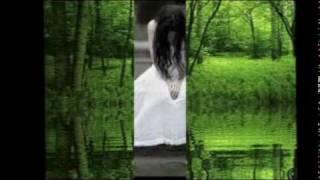 Ở lại nhé em để ta đi về nơi ấyỞ lại nhé em, cho ta quên hết cuộc tình gầyĐường dài có ai bên ta mỗi chiều mưa xuốngLòng còn nơi đây, cho ta thầm nhớ những ngày quaỞ lại xót xa, đừng quên tay còn hơi ấmTừng giọt yêu thương, ta nghe rơi rớt vào thinh khôngỞ lại nhớ cho, trong ta tình còn cơn nắngMột ngày bên em, nơi ta là nỗi nhớ ngàn nămChiều mưa, chiều mưa nơi đây ngập tràn thương nhớHồn ta ngẩn ngơ chôn sâu kín một cõi lòngDòng sông bình yên, bổng dưng một chiều dâng sóngĐể ta cuồng điên, yêu em một tình yêu vô vọngỞ lại biết không, dòng sông muôn đời vẫn thếTình vừa sớm mai, môi em cho ấm một đời dàiHẹn lại giấc mơ cho ta trở về, vỗ về yêu dấuỞ lại ta đi yêu thương thay tiếng khóc chia lìa.