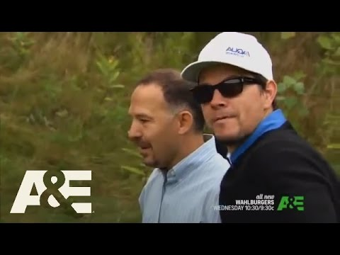 "Wahlburgers: Season 1 ""Sibling Rivalry"" | A&E"