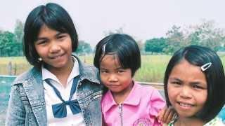 Un misionero, una budista, un novelista español: equipo para salvar a los niños de la prostitución