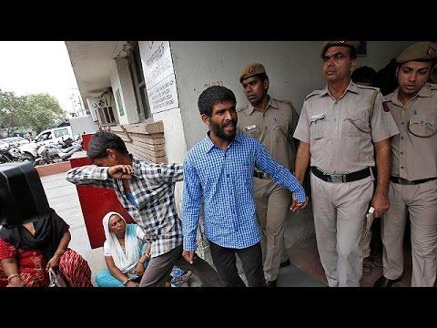 Ινδία: Ισόβια κάθειρξη για 5 νεαρούς που βίασαν τουρίστρια