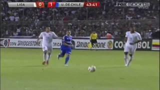 Time chileno se impõe com ótimo toque de bola e bate a equipe do Equador, por 1 a 0, em Quito, no jogo de ida da decisão da Sul-Americana. O gol único do jogo desta quinta foi marcado por Eduardo Vargas.Equipo de Chile se impone con gran toque y el balón golpea el equipo de Ecuador por 1-0, en Quito, en el partido de ida de la decisión de la América del Sur. El único gol del partido de este jueves fue marcado por Eduardo Vargas.
