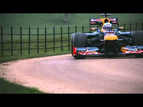 Врешь, не уйдешь! Регбисты не дали тронуться с места болиду Формулы-1