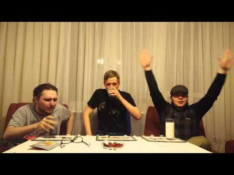 Puolalaiset kaverit testaavat miten tulinen on Naga Jolokia-chili