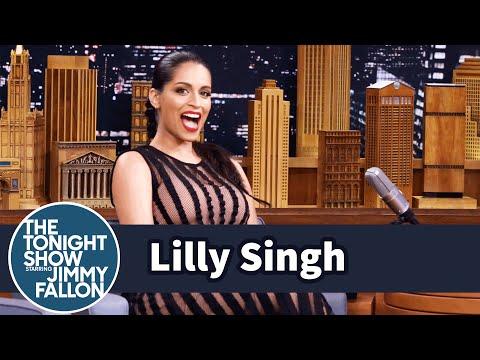 """ليلي سين تغازل """"ذا روك"""" في The Tonight Show Starring Jimmy Fallon"""