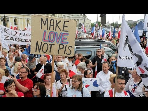 Μαζική αντικυβερνητική διαδήλωση στη Βαρσοβία