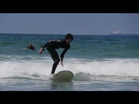 Video: Jarrett Allen learns to surf