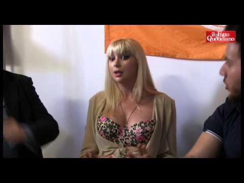 Napoli, Lisa Torrisi alla festa dei Giovani Democratici (видео)