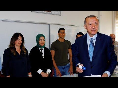 Τουρκία: Έκλεισαν οι κάλπες – Σε εξέλιξη η καταμέτρηση των ψήφων…