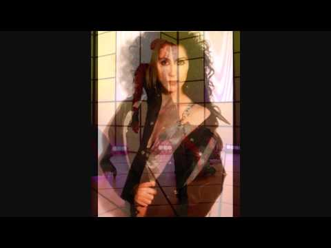 Tekst piosenki Cher - (Sittin' On) The Dock of the Bay po polsku