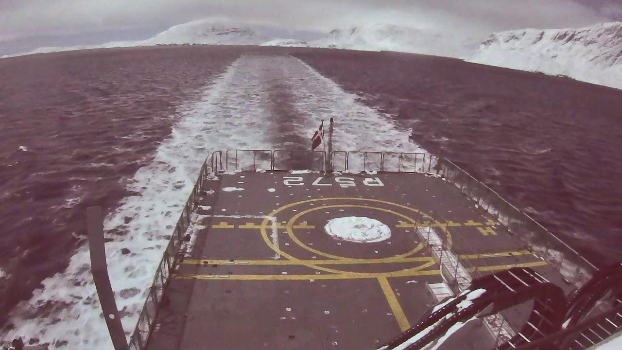 Video fra Søværnets skib Lauge Koch viser, hvordan meteoritten lyste himlen op.