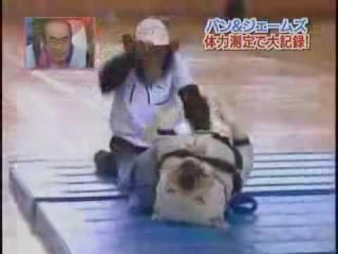 Los japoneses y el mono deportista
