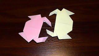 Як зробити краба з паперу (орігамі краб)У цьому відео ми зробимо паперового краба (краба з паперу орігамі).  Просто повторюйте за нами!Опис відео:00:01 Нам знадобиться квадратний аркуш паперу для орігамі00:04 Складаємо аркуш паперу навпіл.00:22 Ще раз складаємо навпіл1:51 Робимо передні лапки крабика3:00 Робимо задні лапки3:36 Паперовий краб (краб з паперу) готовий! Бачите, це орігамі (вироби з паперу своїми руками) дуже легко зробити. Це орігамі для початківців.Підписуйтесь на наш YouTube канал «Розумна дитина»,щоб першими дізнаватись про нові відео:https://www.youtube.com/channel/UCpKlZnl88hGmT363eG4mtEgЯк зробити лілію своїми руками (аплікація з паперу): https://youtu.be/Xqn53jbunBQОрігамі тюльпан з паперу (квітка з паперу) майстер клас: https://youtu.be/IAhIg3XJqU8Орігамі паперова жаба (жабка), що стрибає http://youtu.be/ts5fxLkWhpMЯк зробити паперового зайця (кроля, кролика) орігамі: http://youtu.be/GE1XaSauY4k
