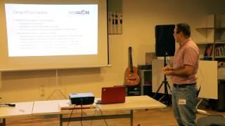 Foto z akcie BarCamp Bratislava prednáša Igor Strečko.