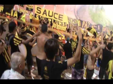 Recibimiento hinchada de Peñarol en Mendoza vs Godoy Cruz. Y dale alegria a mi corazon. - Barra Amsterdam - Peñarol